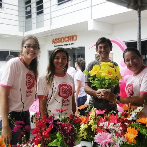 """""""Bazar Rosa"""", uma das muitas promoções do Grupo Amiga do Peito – GAP, que arrecada recursos para a ASSOCRIO. (Foto: http://www.assocrio.org.br)"""